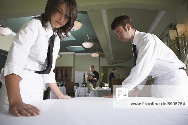 Glattmachen  Kellner  Tischdecke