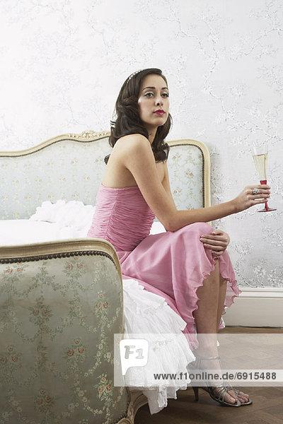 sitzend  Frau  Wein  Bett