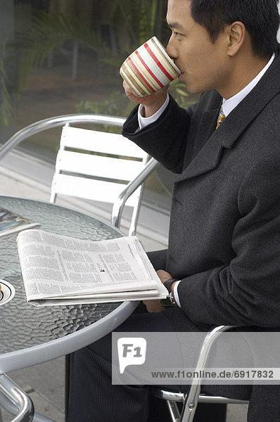 Mann  Cafe  trinken  Kaffee  Tisch