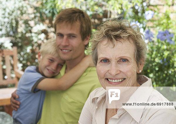 Außenaufnahme  Großmutter  freie Natur