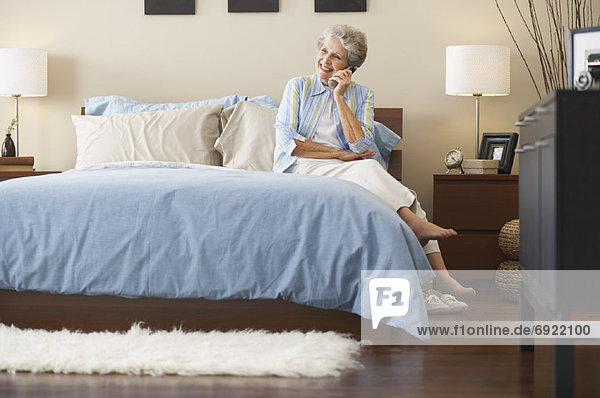 Frau sprechen Telefon