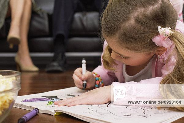 liegend  liegen  liegt  liegendes  liegender  liegende  daliegen  Farbe  Farben  Boden  Fußboden  Fußböden  Buch  Mädchen  Taschenbuch