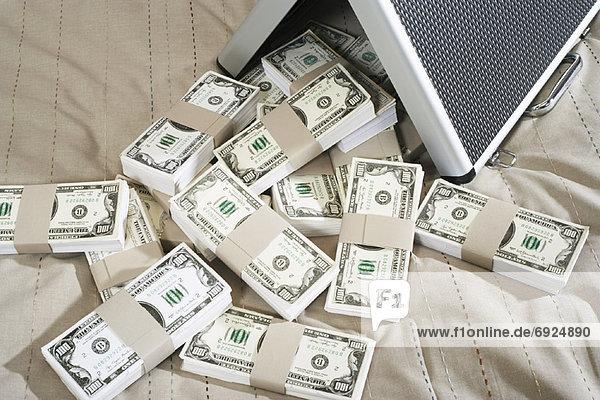 Briefcase Full Geld