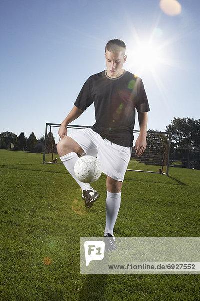 Mann  Fußball  spielen