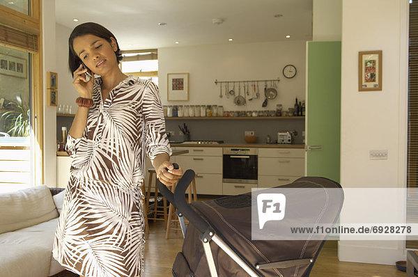 Handy  benutzen  Mutter - Mensch