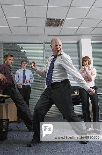 Manager Personalwesen tanzen Büro