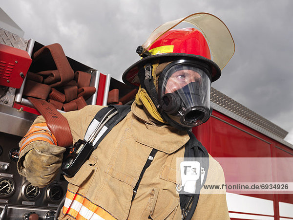 Feuerwehrmann  ziehen  Feuer  Lastkraftwagen