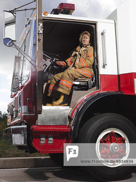 Feuer  Lastkraftwagen  Feuerwehrmann