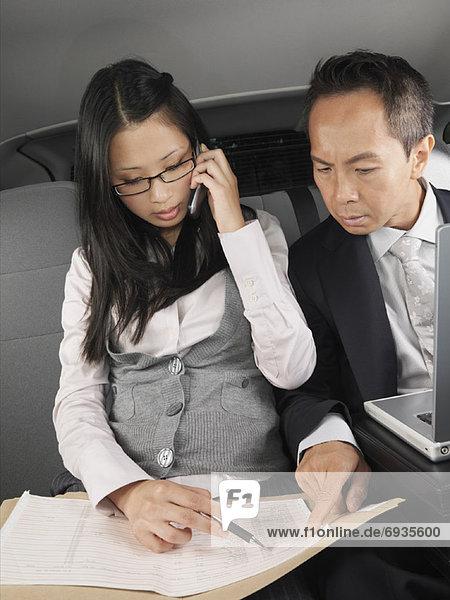 Geschäftsleute in Auto