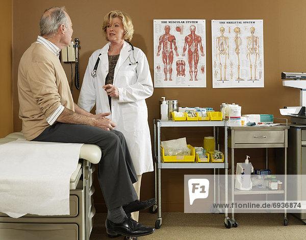 Doktor Gespräch mit Patienten