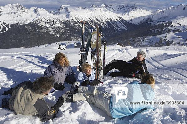 Mensch  Entspannung  Menschen  Menschengruppe  Menschengruppen  Gruppe  Gruppen  Hügel  hoch  oben  Ski  Kanada