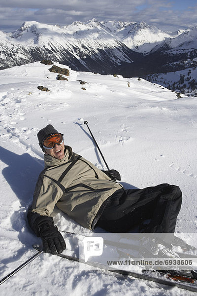 fallen  fallend  fällt  Mann  lachen  Skisport  Kanada