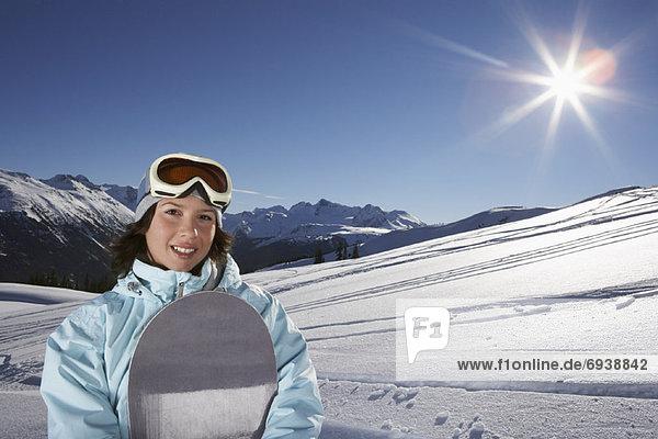 Portrait  Frau  Snowboard  halten