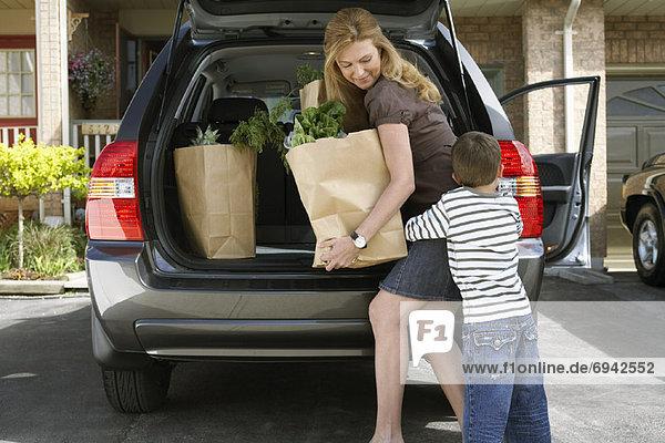 Sohn Auto Lebensmittelladen entfernen entfernt Mutter - Mensch