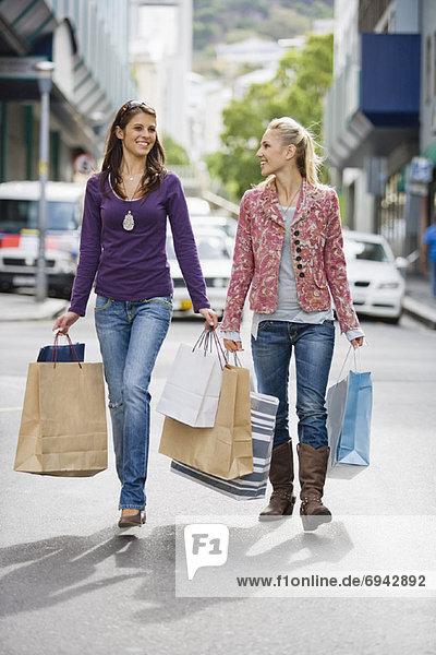 Frau  tragen  Tasche  kaufen
