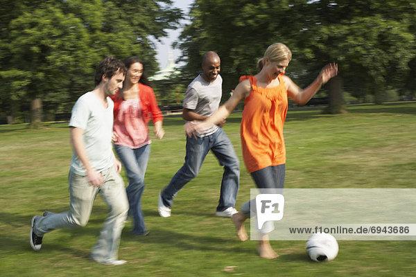 Freundschaft Fußball spielen