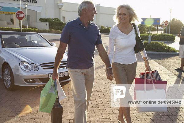Paar einkaufen