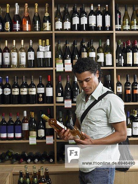 Mann  Wein  kaufen