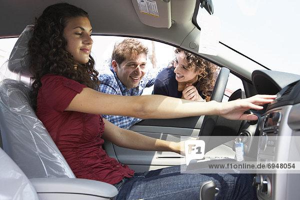 Jugendlicher Auto kaufen neu