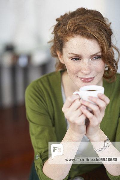 Frau trinken Kaffee