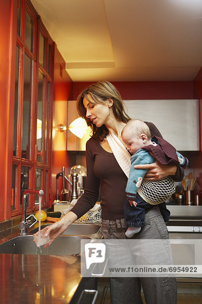Frau Küche Baby