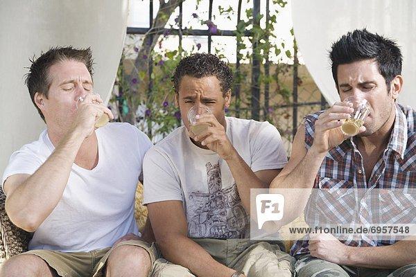 Mann Party Kraft Alkohol trinken