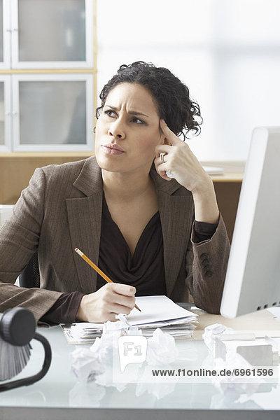sitzend  Geschäftsfrau  Schreibtisch  schreiben