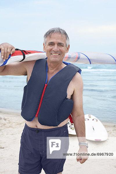 Segeln Windsurfer surfer Portrait Mann halten