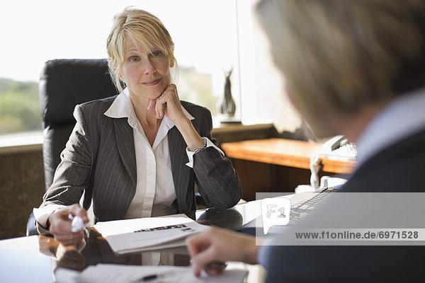 Geschäftsfrau  Besuch  Treffen  trifft  Kollege