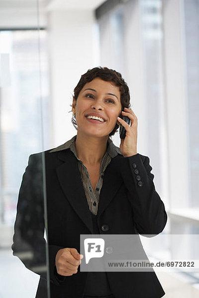 Geschäftsfrau mit elektronischer Organizer