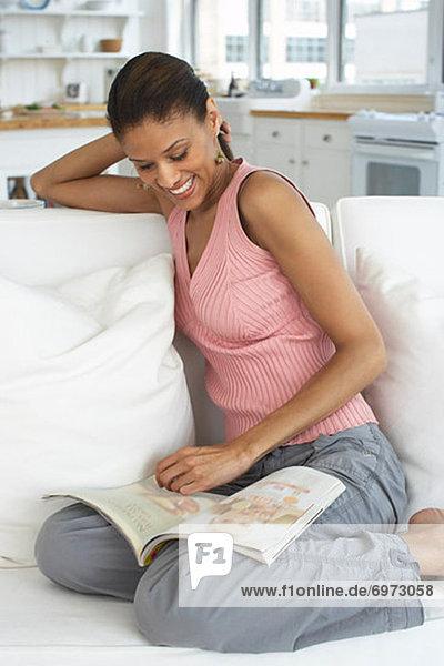 Frau Zeitschrift vorlesen
