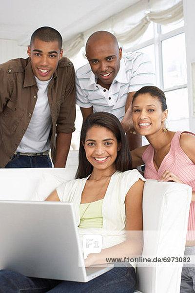 benutzen Computer Notebook Mensch Menschen Menschengruppe Menschengruppen Gruppe Gruppen