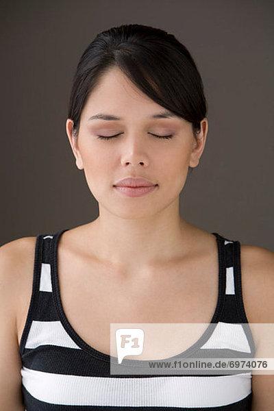 Porträt von Frau mit geschlossenen Augen