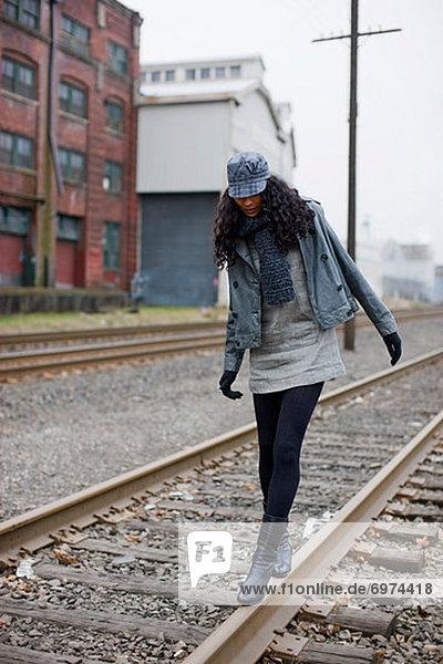 Vereinigte Staaten von Amerika  USA  Städtisches Motiv  Städtische Motive  Straßenszene  Straßenszene  Frau  gehen  Industrie  Portland  Zimmer  Zug  Oregon