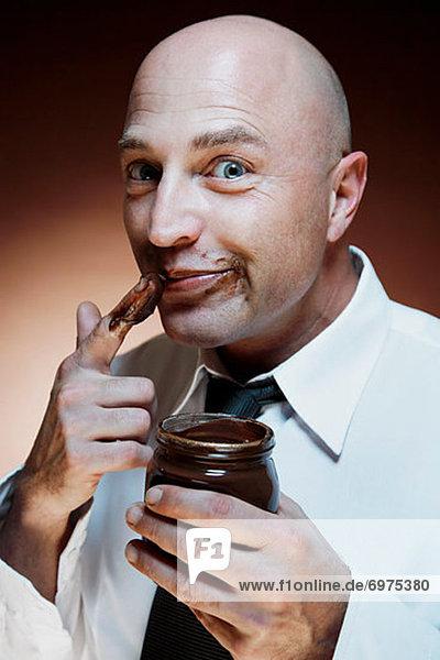 Mann Schokolade essen essend isst Brotaufstrich Mann,Schokolade,essen,essend,isst,Brotaufstrich