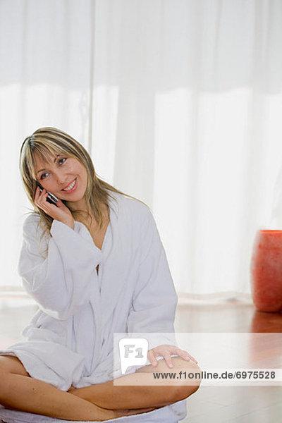 Handy  Frau  sprechen  Nachthemd  Kleidung  Robe
