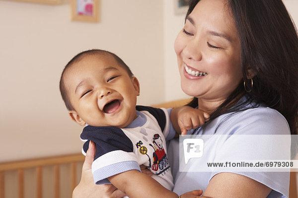 Junge - Person  Mutter - Mensch  Baby