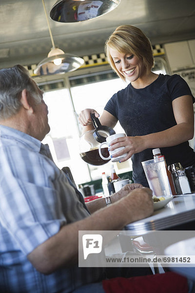 Mann  Kaffee  Kellnerin