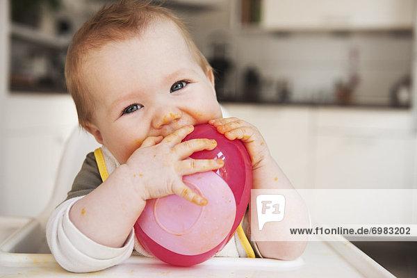 hoch  oben  Stuhl  essen  essend  isst  Baby