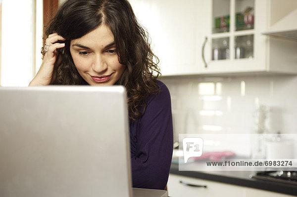benutzen Frau Computer Notebook
