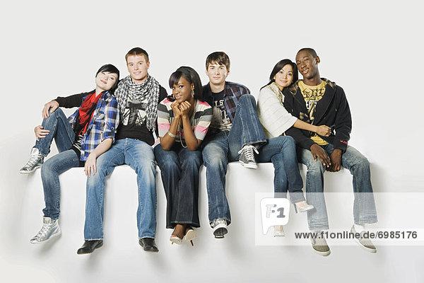 Gruppenporträt des jungen Erwachsenen