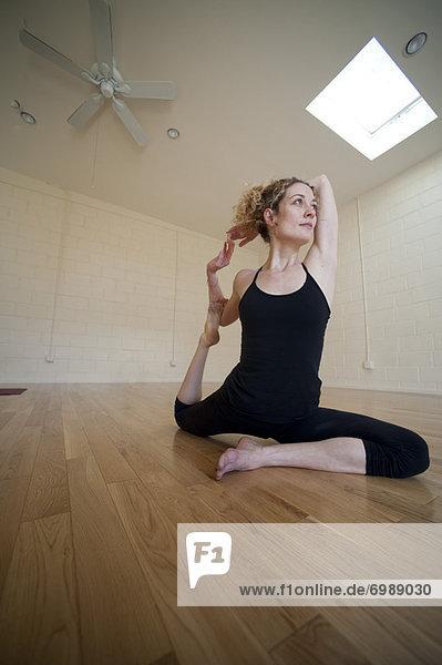 Frau in Yoga-Pose