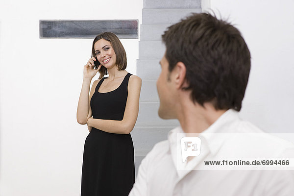 Handy  Geschäftsfrau  sprechen  sehen  Geschäftsmann