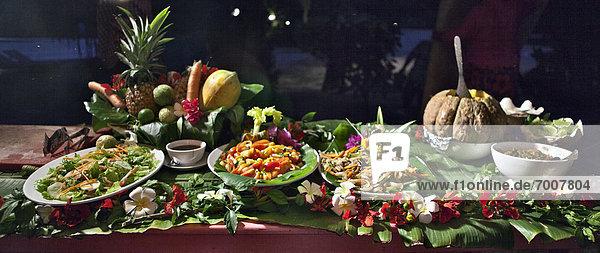 Tropisch  Tropen  subtropisch  Lebensmittel  Nacht  liegend  liegen  liegt  liegendes  liegender  liegende  daliegen  Tisch