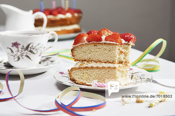 Scheibe Geburtstagskuchen mit Tee