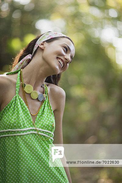 Außenaufnahme  Frau  lächeln  hoch  oben  jung  Halfter  freie Natur