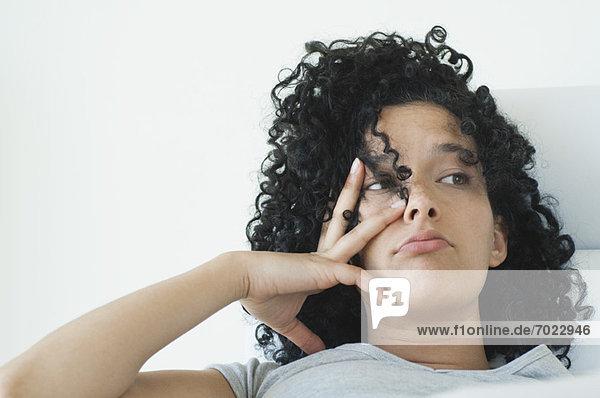 Gesichtsausdruck  Gesichtsausdrücke  Ausdruck  Ausdrücke  Mimik  Frau  Langeweile  jung