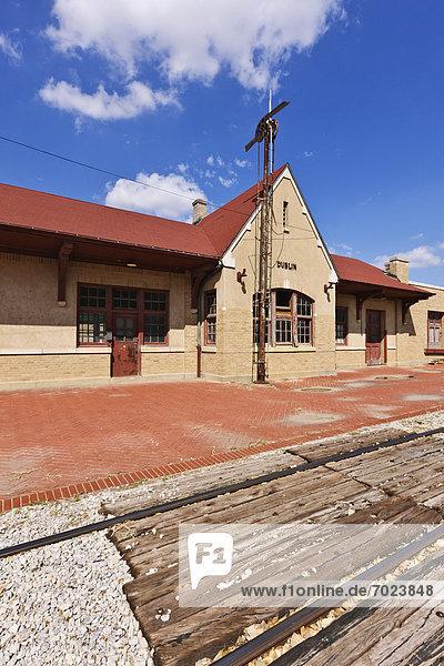 Zug  verlassen  Haltestelle  Haltepunkt  Station