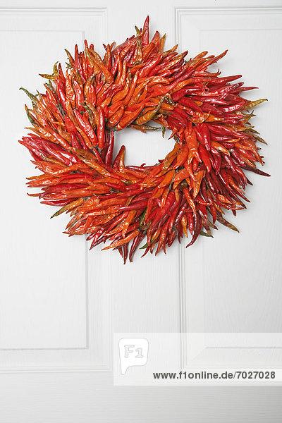 Peperoni  Produktion  Blumenkranz  Kranz  getrocknet