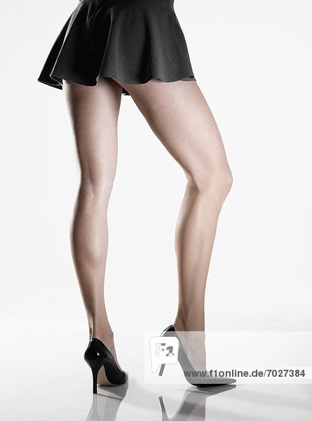 Pumps  hoch  oben  niedrig  Rückansicht  Anschnitt  Frau  Rock  Kleidung